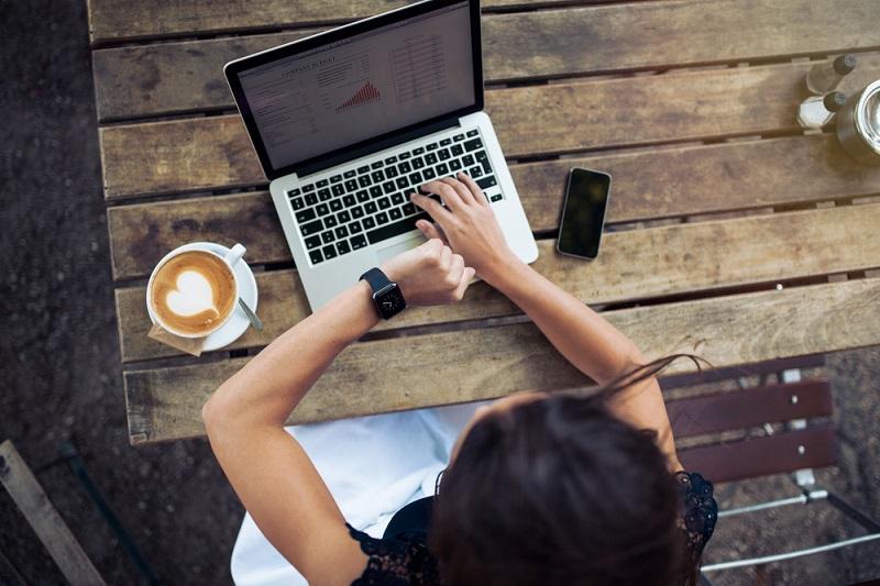 woman_watch_laptop_small.jpg